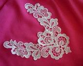 White V Shaped Lace Applique  2 Sizes (L132)