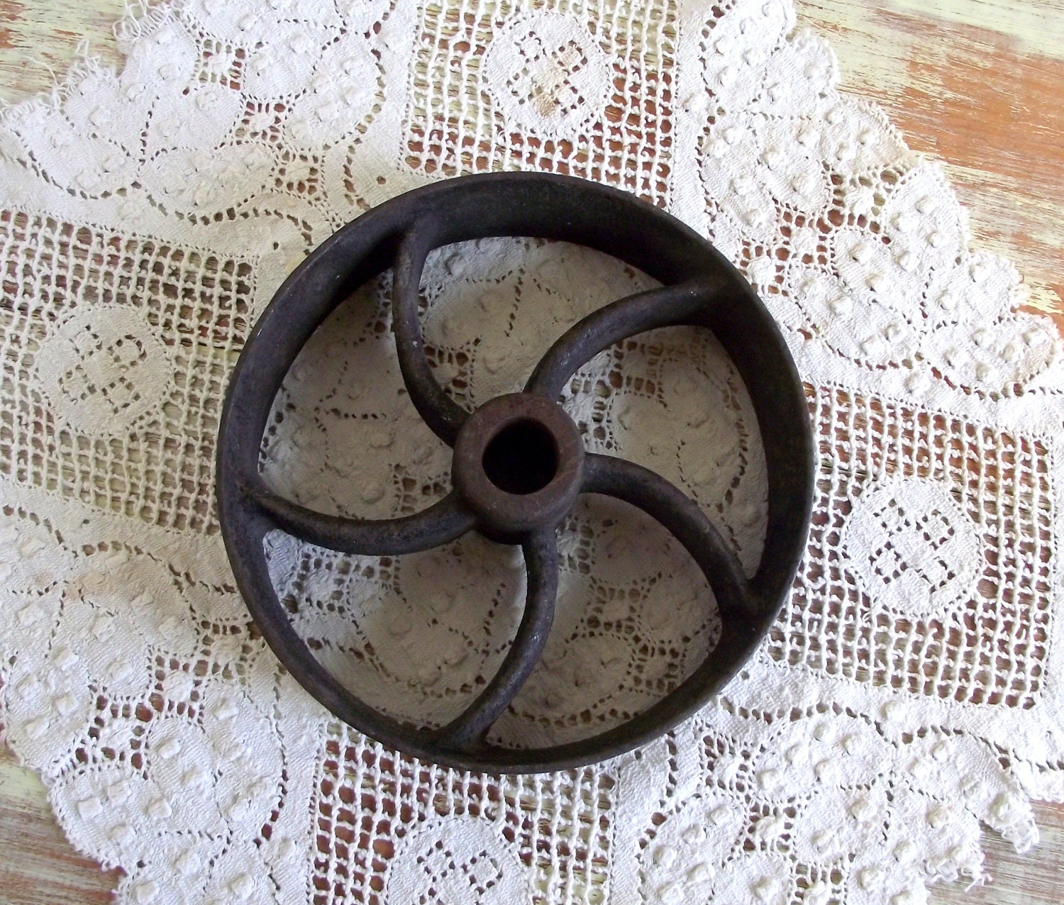 Pulley wheel industrial decor antique rustic farmhouse decor for Decorating with pulleys