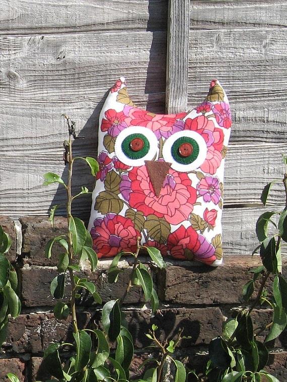 SALE - 30% off - Rosie Floral Owl - Large Vintage Fabric Cuddle Cushion