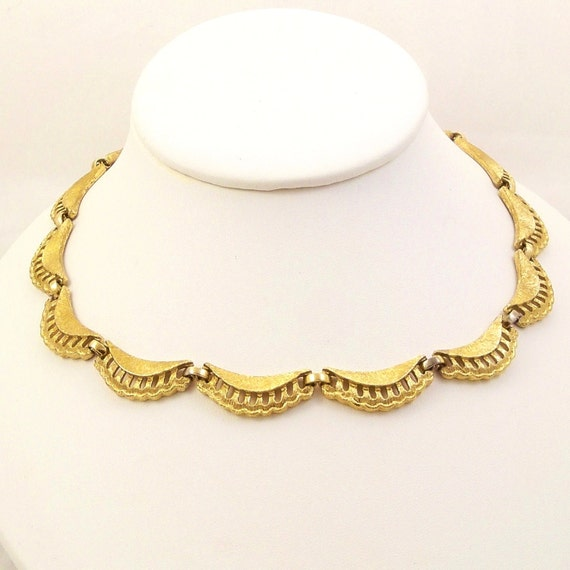 Vintage 50s Gold Choker Necklace Signed Monet Antique Gold Scallops