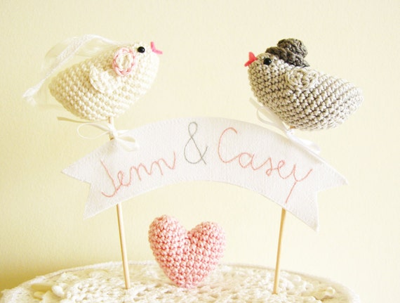 Wedding Cake Topper with Crochet Birds / Name Cake Topper / Romantic Cake Topper / Unique Wedding Cake Topper / Personalized Cake Topper