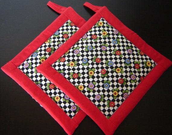 Quilted Potholders (Pair) Black & White checks Red Border