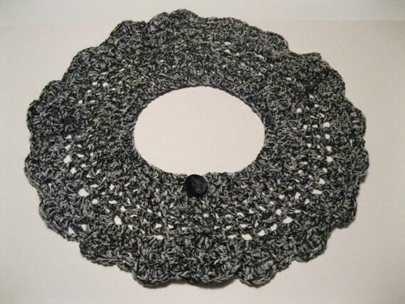 Black and White Scolloped Edge Fashion Collar Crocheted Vintage Wardrobe Accessory With Back Button Closer in Black