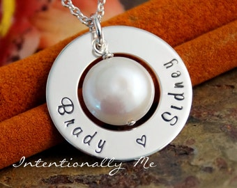 Hand Stamped Mommy Necklace - Personalized Jewelry - Custom Sterling Silver Washer - Medium Washer with freshwater pearl