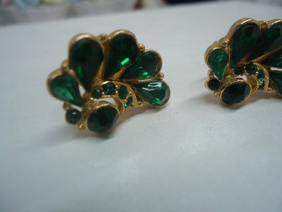 SALE Vintage Earrings Emerald Green Faceted Glass Vintage Earrings Jewelry