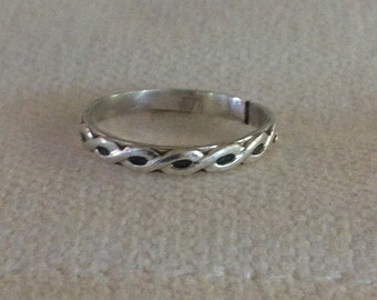 Twisted Pattern Sterling Silver Ring. Eco Friendly. Ring Band.  Classic.
