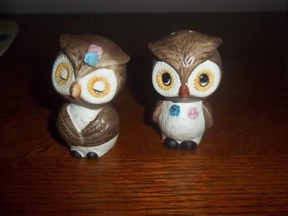Big Eyed Owl Salt and Pepper made of porcelain or ceramic