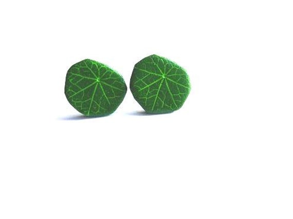 Green Cress Leaf Stud Earrings. Nasturtium leaf earrings. Green Leaf Earrings. Small Ear Studs. Tiny Earrings. Green Polymer Clay Earrings