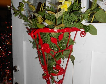 Christmas red metal tole flower cone for christmas flowers
