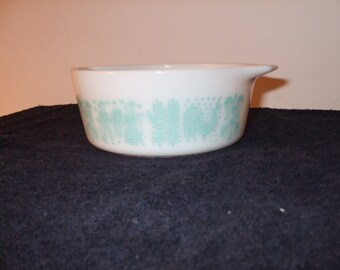 "Vintage Pyrex #472 ""Butterprint"" casserole dishes"