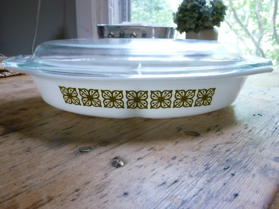 Vintage Pyrex Green Square Flowers 1 Quart Divided Casserole with Lid