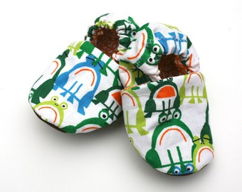 Sale - Organic Cotton Frogs Baby Shoes- Eco Friendly Soft Soles - 0 3 6 12 18 months Children's Clothing Booties- Baby Clothes Baby Booties