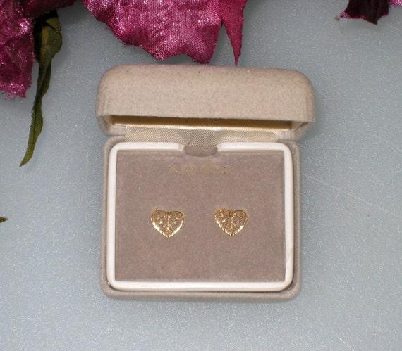 14K Gold Dainty Pierced Hearts Post Earrings / FREE US Shipping