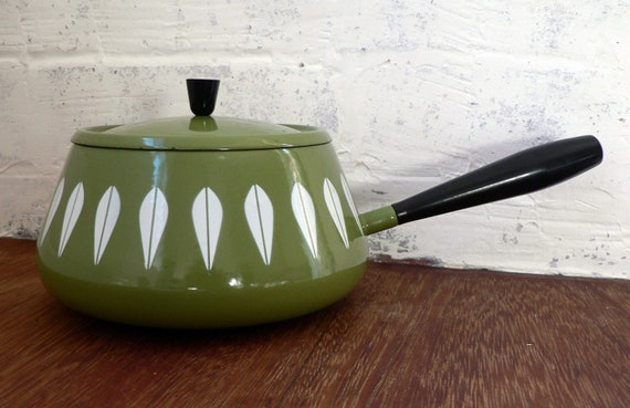 Catherineholm mid century pot enamel avocado green lotus design