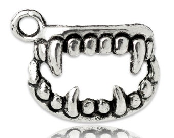 10 Antique Silver Tone Metal Monster VAMPIRE TEETH Charm Pendants chs0643
