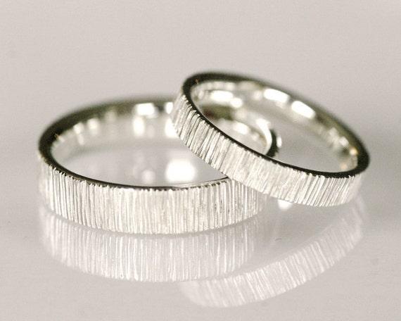 Modern wedding band set, line pattern wedding band, 14k white gold, simple elegant design - Velvet Set