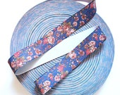 "NEW STOCK 1 1/2"" Silvery Shiny Vintage Floral Print Stretch Elastic Band. (1 Yard)"