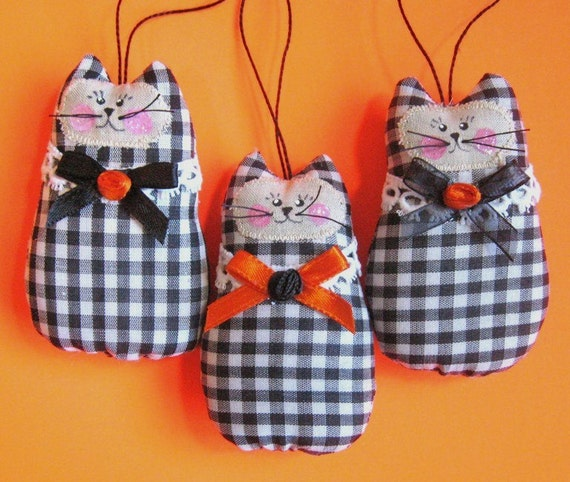 Halloween CAT Ornaments, Set of  3 Ornies Bowl Fillers Primitive Fall Autumn Party Favors Decorations