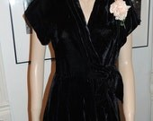 Elegant Vintage 40's black velvet formal wrap dress gown M original corsage excellent Rare