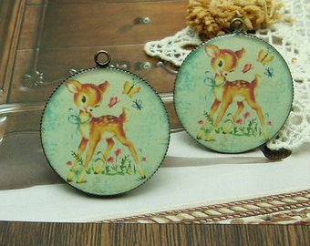 2 pcs (30mm )Antique Bronze Plated Glossy Resin Pendant. Lovely Deer (CH30-03)