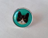 Adjustable silver Ring with Tuxedo cat in turqouise.