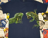 Vintage 1991 1990s Lizard Gecko Wrap Around Graphic Navy Blue Indie T-Shirt Tee Shirt 90s