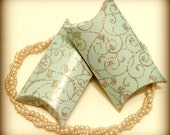 20 Paper pillow boxes in light turquoise with glitter embellishment