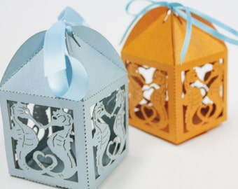"Laser cut favor box, ""Kissing Seahorses"""