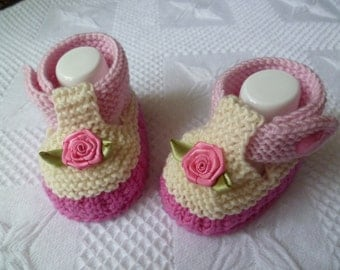 Knitting pattern baby sandals approx 3 1/2 inches PDF