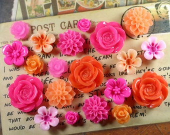 20x Resin Flower Cabochons - Fuchsia/Orange
