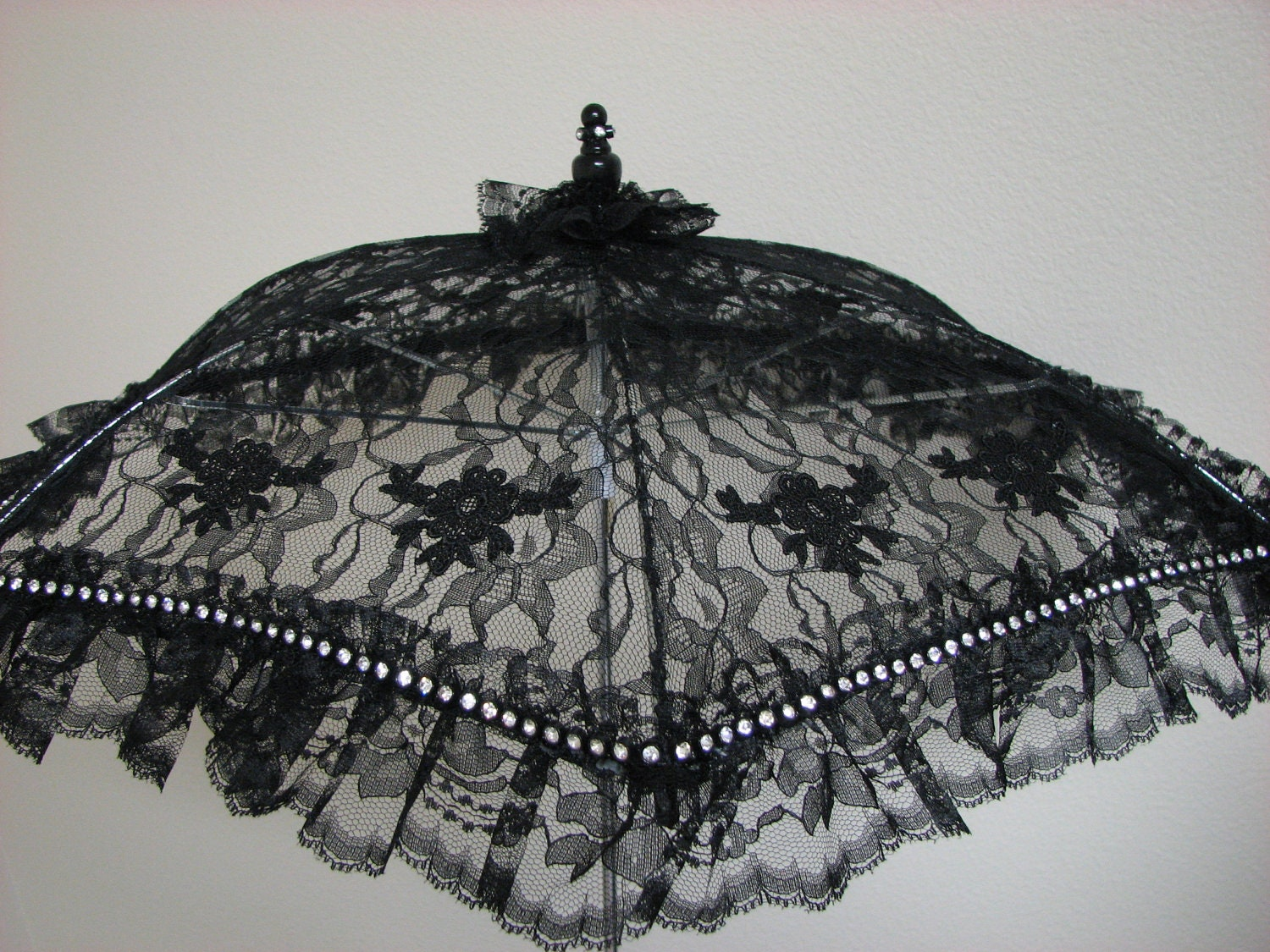 VICTORIAN PARASOL in Black Lace Embellished with Large