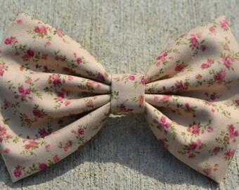 Beige Vintage-Look Floral Hair Bow