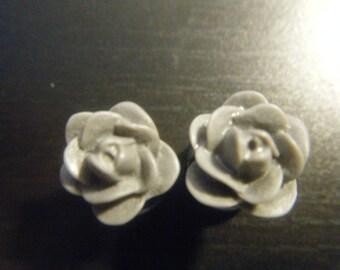 0 Gauge Gray Rose Plugs