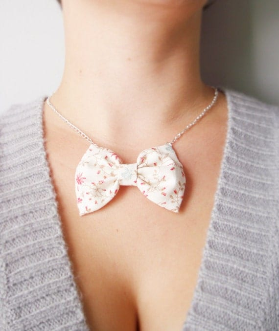 """SALE Flower Bow tie. Fabric bow necklace. Silver chain 20""""  Ivory and red  Flower print. Spring Garden. Shabby"""