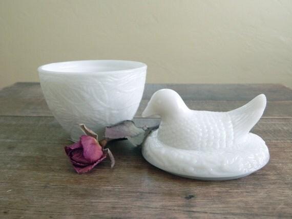 AVON Bird on Nest Covered Milk Glass Dish... Collectible Avon... 1970's Avon... Trinket Dish
