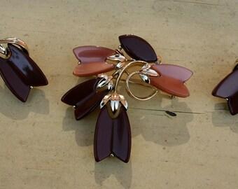 Lisner Leaf Brooch and Earring Set