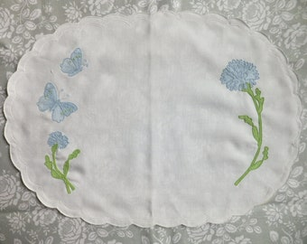 Set of Linen Place Mats, Vintage Linens, Embroidered Linens
