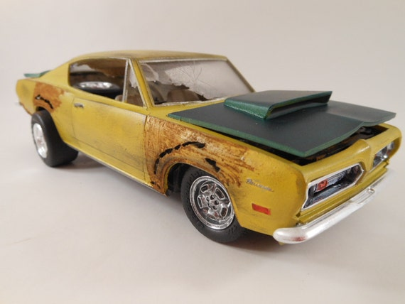 1969 Plymouth Barracuda 1/24 model car in yellow