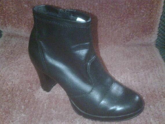 "Vintage Ladies Black Zip Close Boots 3 1/2"" Heel Size 7 1/2 Rocker Retro Goth Biker ONLY 8 USD"