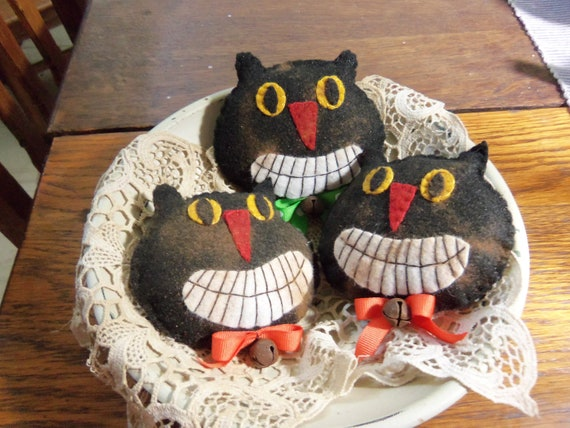 Primitive Halloween bowl fillers ornies Spooky Black Cats penny rug set of 3 FITOFG