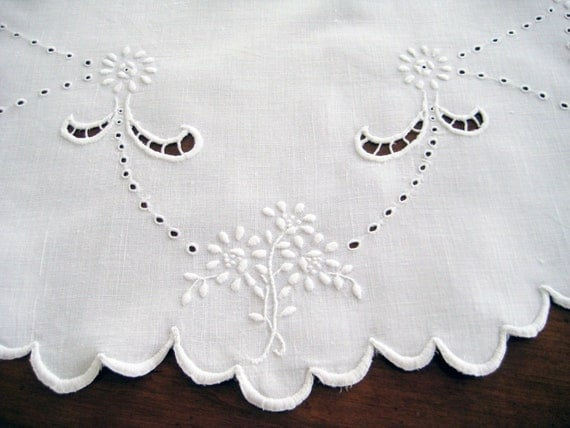 Vintage Tablecloth Topper. Round, Madeira Style. White-on-White Embroidery, Cutwork, Scalloped Hem. VERY GOOD