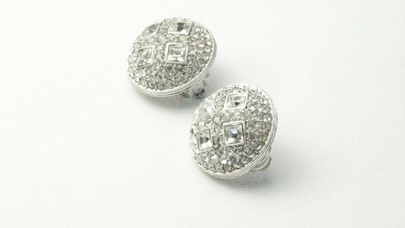 Gorgeous Vintage Joan Rivers Crystal Dome Clip Earrings Costume Jewerly