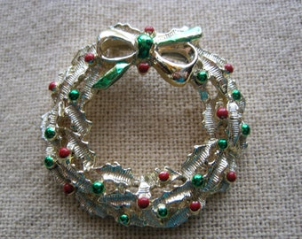 Vintage Gerry's Gold Tone Wreath Brooch with Red & Green Berries