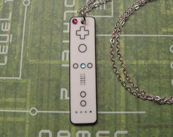 FAULTY STOCK - Girl Gamer Nintendo Wii Video Games Controller Necklace - Geeky Video Games Jewellery - Gaming Geek Jewelry