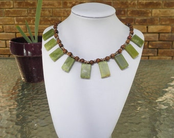 Green Serpentine Rectangles Fan Necklace