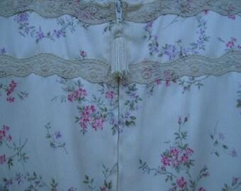Vintage Eve Stillman Elegant Satin Lounging Robe Delicate Floral