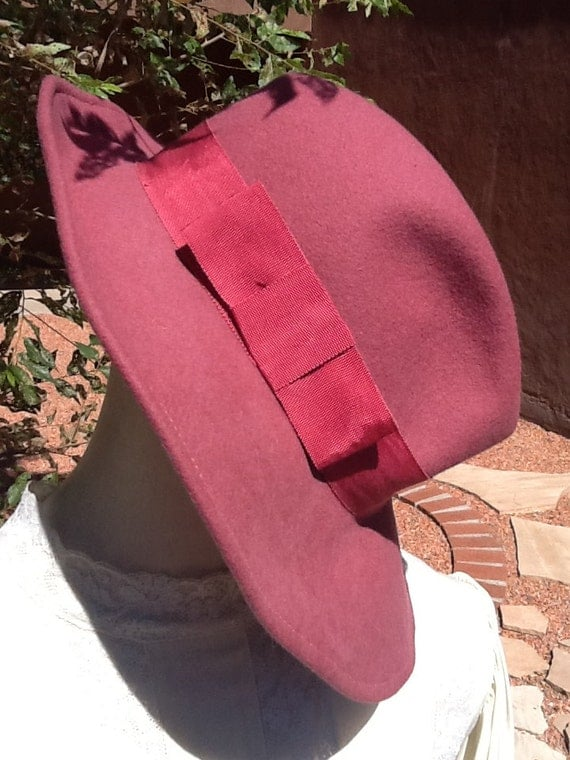 70s RASPBERRY FEDORA w/ Bendable Brim & Bow-Accented Band