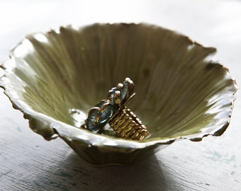 SALE!/Sale Ring Bowl/Ring Bowl/Ceramic Ring Bowl/Oribe Green Seashell Bowl/Green Bowl/Green Ceramic Bowl/Ceramic Pinch Bowl  (J)