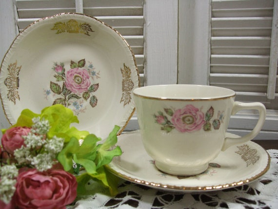 Teacups and Saucers by Homer Laughlin Queen Esther Pattern 1950s Set of 8