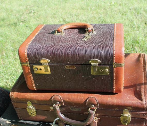 Vintage Two Tone Train Case with keys